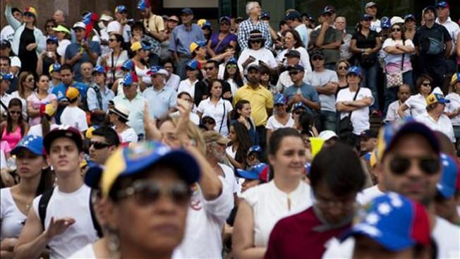 Multitudinarias protestas en Venezuela
