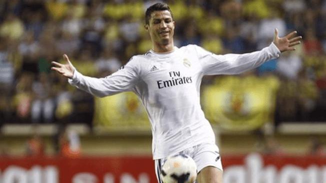 Un Ronaldo de 15 metros en calzoncillos