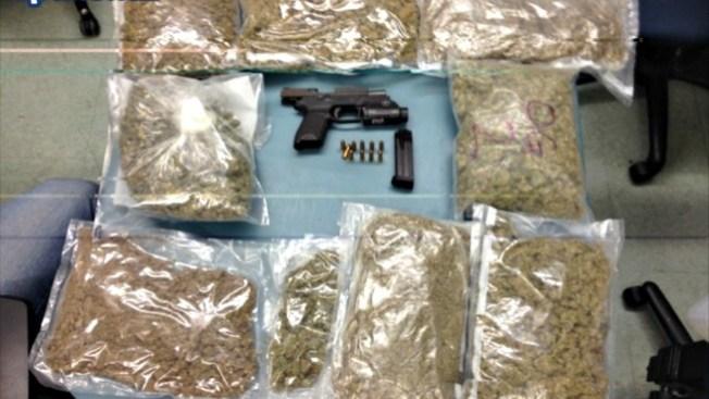 Un arma y marihuana en casa de Boston