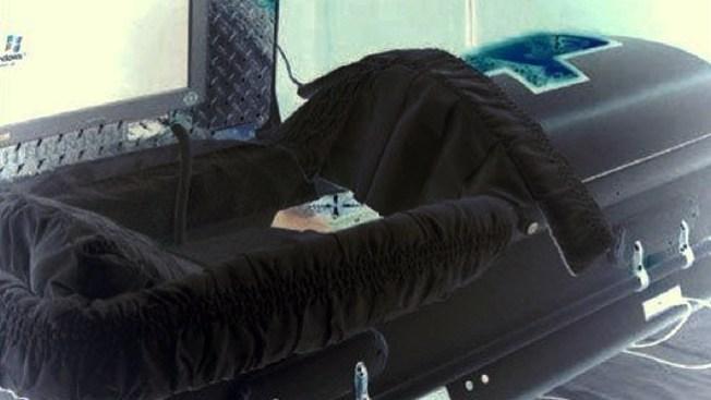 """""""Muerto"""" se levanta vivo en funeraria"""