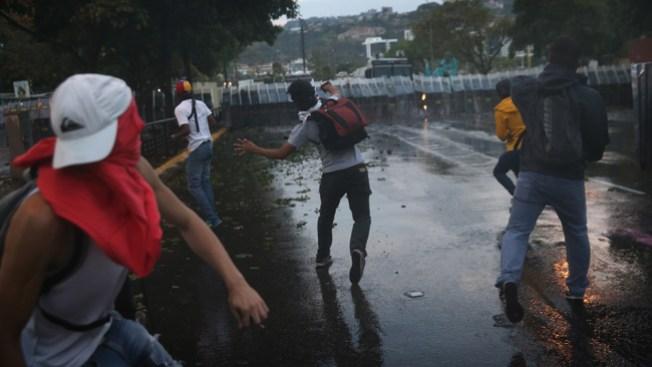 Violencia al anochecer en Caracas