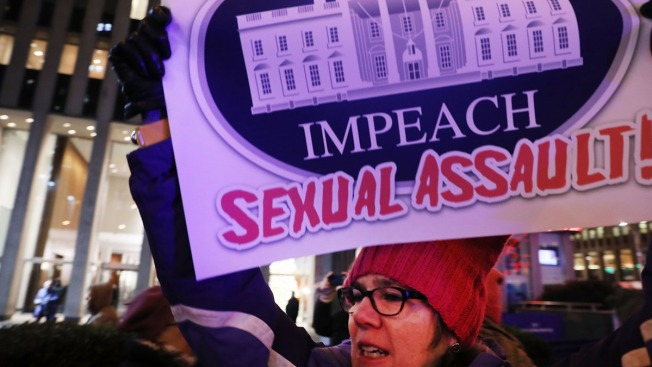 Trump sale en defensa de acusados por abuso sexual