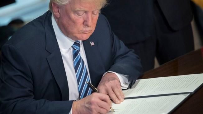 Juez bloquea decreto de Trump contra