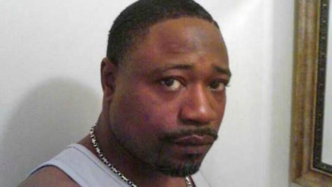 Acusan a policía por muerte de afroamericano