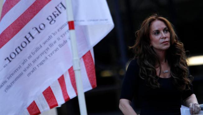 FBI: Terroristas hablaron de atacar a activista