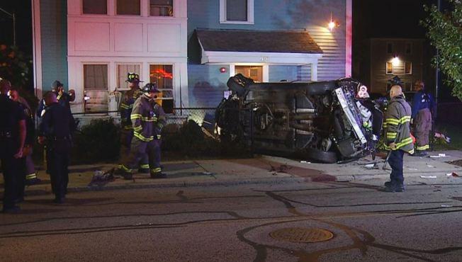 Auto se estrella contra casa en Providence, Rhode Island