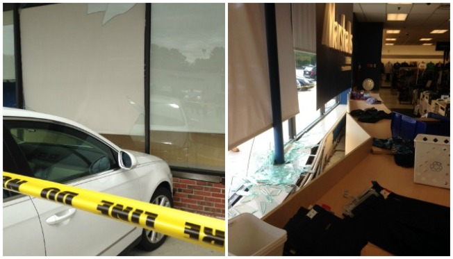 Carro choca contra tienda Marshall's