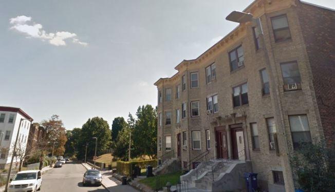 Investigan fatal tiroteo nocturno en Boston