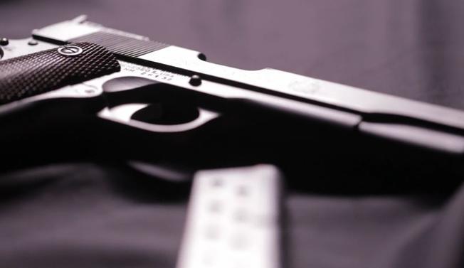 Policía: mata de un balazo a esposa, por accidente