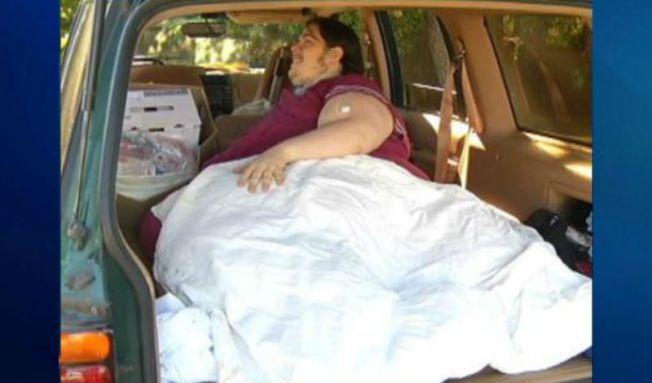 Hombre de 800 lbs busca un nuevo hogar