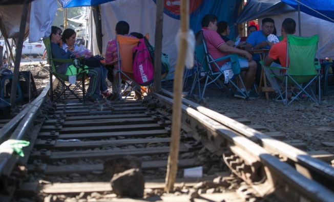 Bloqueos de vías ponen a prueba al presidente de México