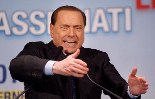 Berlusconi condenado a 4 años