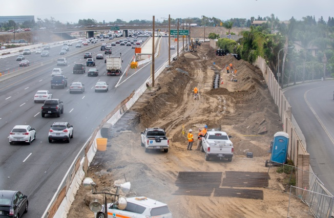 Encuentran restos humanos durante trabajos en Autopista 405