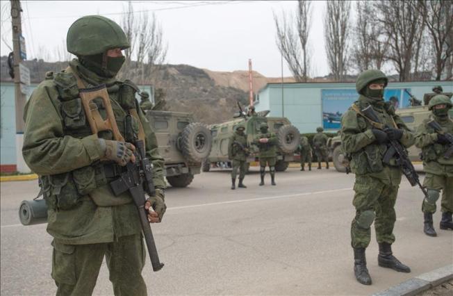 Rusia toma control de Crimea