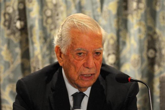 Periódico NYT Escoge novela de Vargas Llosa entre las mejores del año