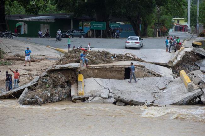 Aumentan a 19 las provincias en alerta ya 320 los desplazados por