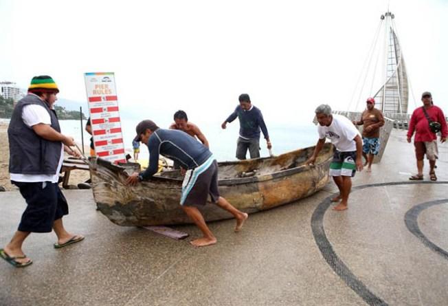 México: Habilitan número gratuito por huracán Patricia