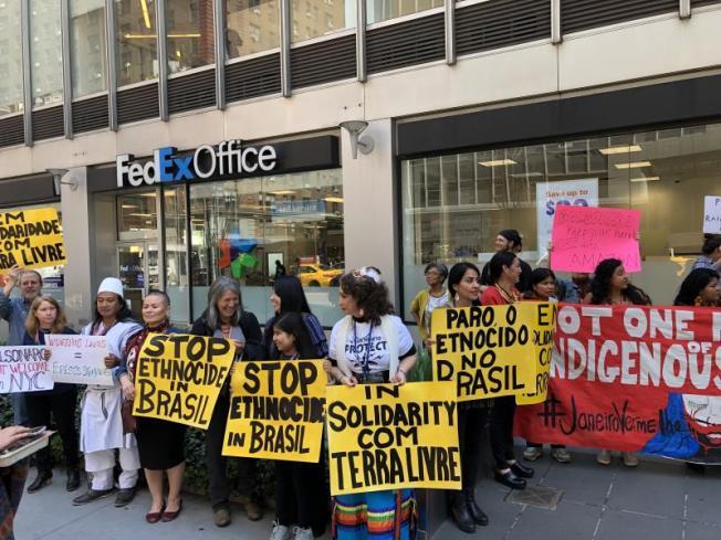 Indígenas protestan contra Bolsonaro y sus planes en la Amazonía