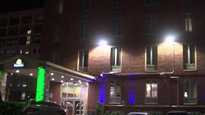 Image result for Investigan dos mujeres por infante hallado muerto en hotel de NY
