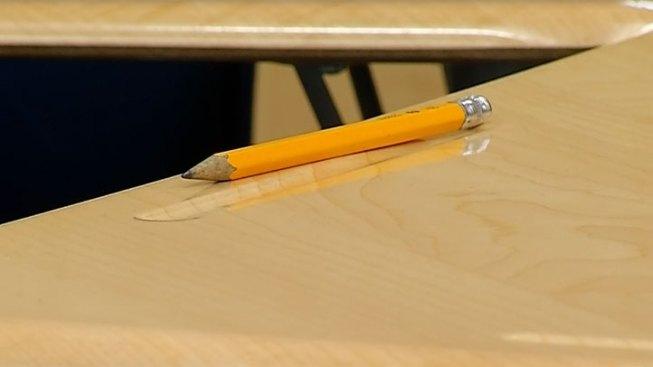 Estudiante apuñala a otro con lápiz en escuela de Boston