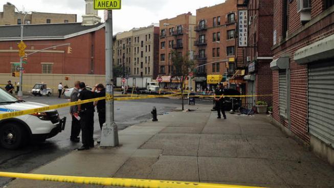 Taxi se estrella contra transeúntes en el Bronx