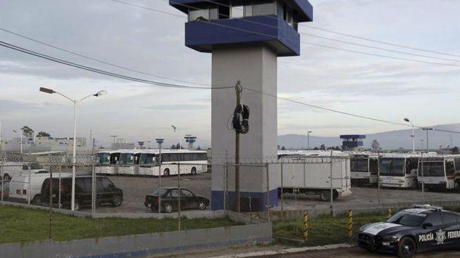 """Fuga de """"El Chapo"""": Interrogan director del penal"""