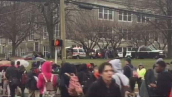 Escuela secundaria evacuada por enfermedad en Linden, NJ