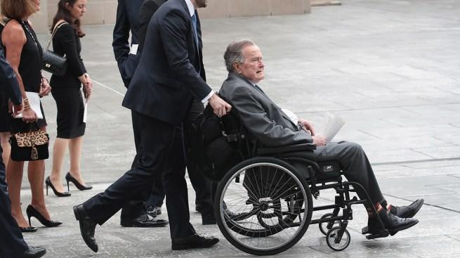 Expresidente H.W. Bush supera infección y sale de hospital