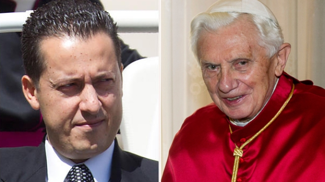 Papa libera a mayordomo