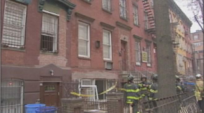 3 trabajadores heridos tras ser atrapados entre escombros