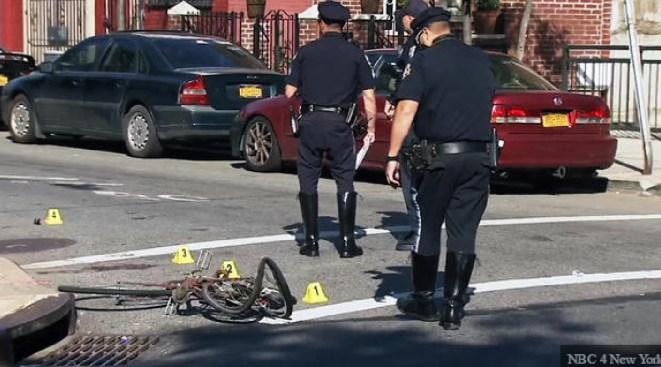 Policía: Camión mata a mujer en bicicleta en Brooklyn