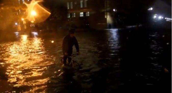 Filman a Sandy desde bicicleta