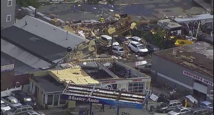 Tornado causa destrozos en Revere