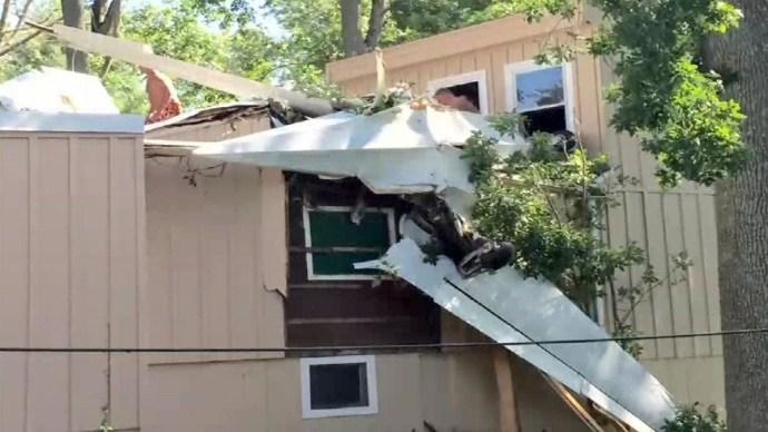 Se estrella avioneta contra una casa en Connecticut
