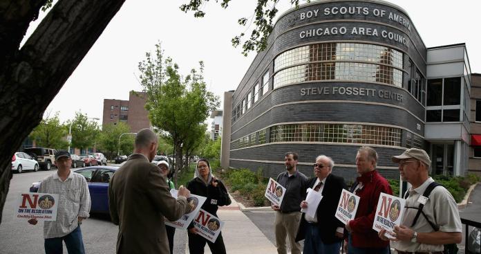 Aprueban gays en Boys Scouts