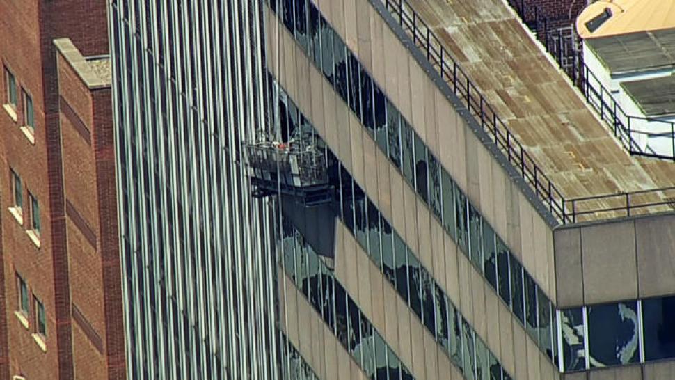 Limpiavidrios cuelgan a 35 pisos de altura en Manhattan