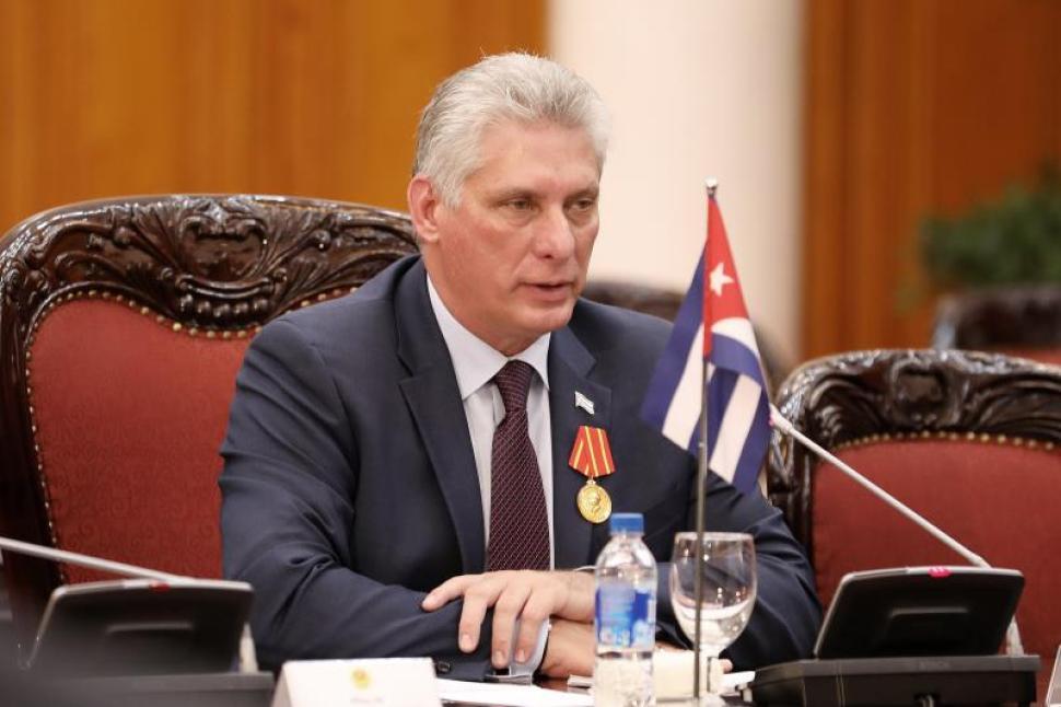 Díaz Canel acusa a EEUU de robo de cerebros con médicos cubanos